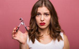Ako používať kliešte na mihalnice? Toto sú chyby, ktorým sa vyhni!