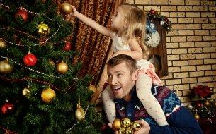 Zdobenie vianočného stromčeka krok za krokom: Ako to robia profíci?