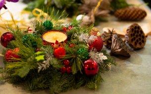 Vianočná ikebana nielen na stôl: 25 najkrajších inšpirácií