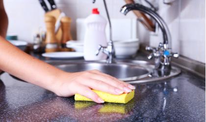 Špongia na umývanie riadu - ako často a z akého dôvodu ju treba meniť?