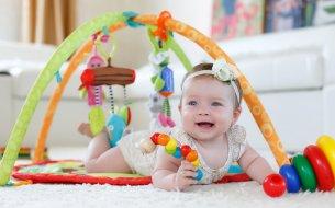 Hračky pre deti do jedného roka: Ktoré sú pre ne tie naj?