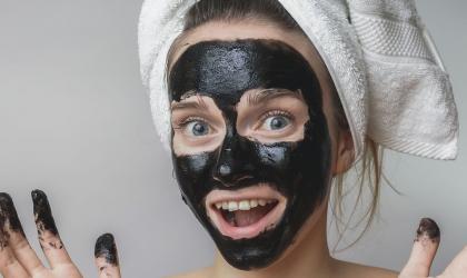 Vyskúšajte recept na čiernu zlupovaciu masku a čierne bodky zmiznú!