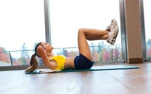 Najlepšie cvičenie na ploché bruško: Pár cvikov len pár minút denne!