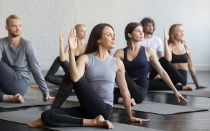Ako odstrániť bolesť chrbta prostredníctvom jogy? Skús TOP 5 pozícií!