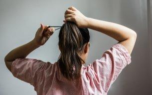 Gumička do vlasov ohrozujúca život: Tohto zlozvyku sa musíš ihneď zbaviť!