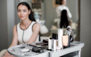 Ako predĺžiť výdrž make-upu: 3 triky, ktoré sa oplatí vyskúšať!