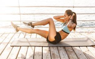 10-minútové cvičenie zamerané na spaľovanie kalórií: HIIT tréning na doma