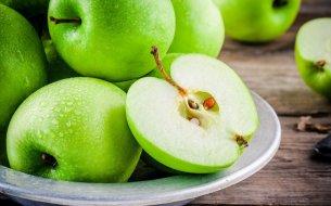 Čo sa stane, keď zješ jadierka z jablka? Toto sa skutočne udeje!
