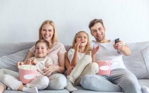 Chystáš letný filmový večer? Tu sú tipy na najlepšie rodinné filmy!
