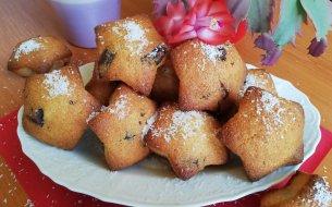 RECEPT: Plnené kokosové muffiny s kúskami čokolády