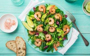 RECEPT: Zdravý krevetový šalát s avokádom a citrusmi